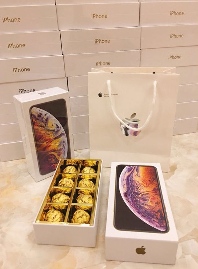 Hộp socola iPhone XS Max có vẻ ngoài rất giống hàng thật.