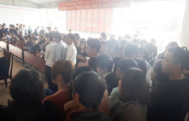 Hà Tĩnh: Người đi XKLĐ làm hộ chiếu đông nghịt sau Tết - 1
