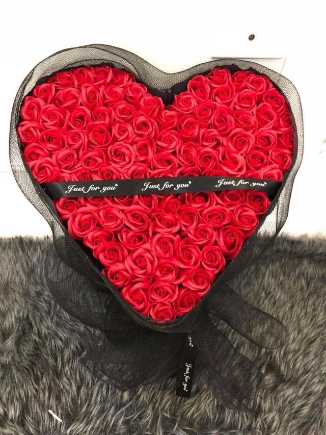 3-4 triệu đồng hộp hoa sáp, dịp Valentine tiếc gì tặng tình nhân - 1