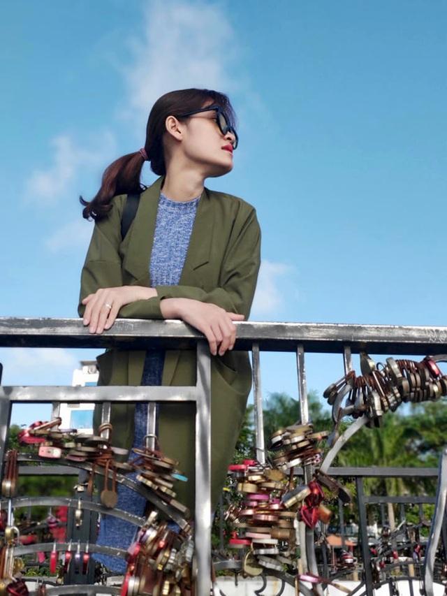 Đà Nẵng: Giới trẻ đổ xô đến cầu tình yêu nhân dịp lễ tình nhân 14/2 - 10
