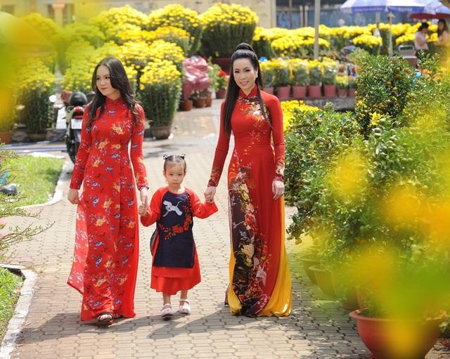 Con gái lớn Trịnh Kim Chi xinh như hoa hậu, điệu đà du xuân cùng mẹ - 7