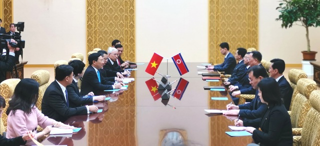 Hội đàm với Bộ trưởng Ngoại giao Triều Tiên Ri Yong Ho (1).jpg