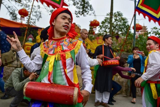 Trai làng Triều Khúc lả lơi trong điệu con đĩ đánh bồng - 13
