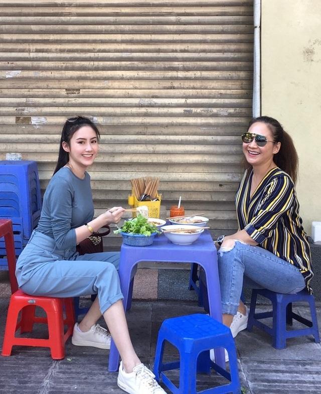 Hot girl Lào xinh đẹp ăn Tết ở Việt Nam gây bão mạng là ai? - 3