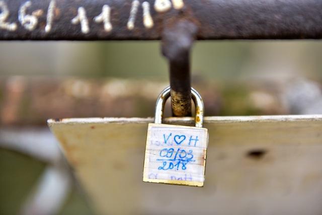 Khóa tình yêu trên cây cầu lịch sử ở Hà Nội  - 5