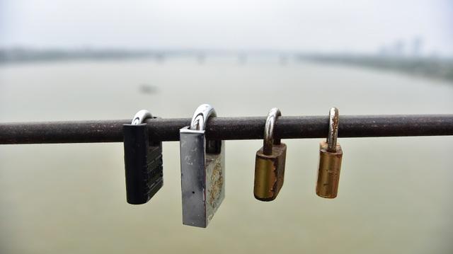 Khóa tình yêu trên cây cầu lịch sử ở Hà Nội  - 3