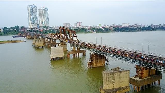 Khóa tình yêu trên cây cầu lịch sử ở Hà Nội  - 1