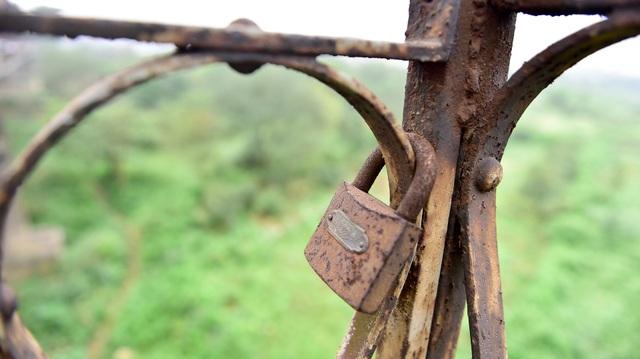 Khóa tình yêu trên cây cầu lịch sử ở Hà Nội  - 10
