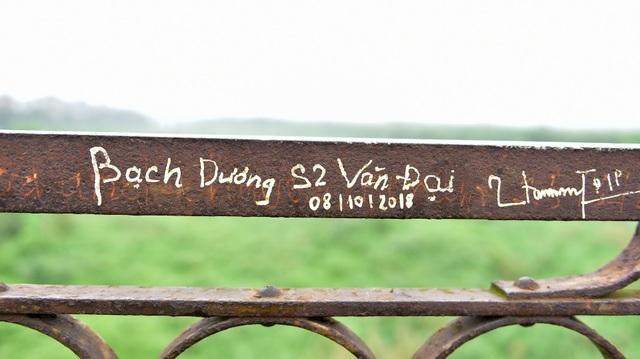 Khóa tình yêu trên cây cầu lịch sử ở Hà Nội  - 12