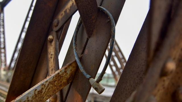 Khóa tình yêu trên cây cầu lịch sử ở Hà Nội  - 9
