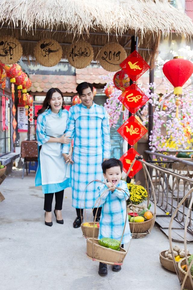 Ngọc Lan, Thanh Bình nhắng nhít chụp ảnh Tết cùng con trai - 2