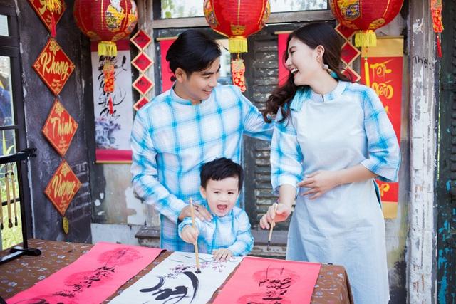 Ngọc Lan, Thanh Bình nhắng nhít chụp ảnh Tết cùng con trai - 1