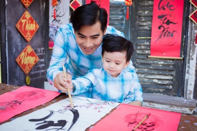 Ngọc Lan, Thanh Bình nhắng nhít chụp ảnh Tết cùng con trai - 3