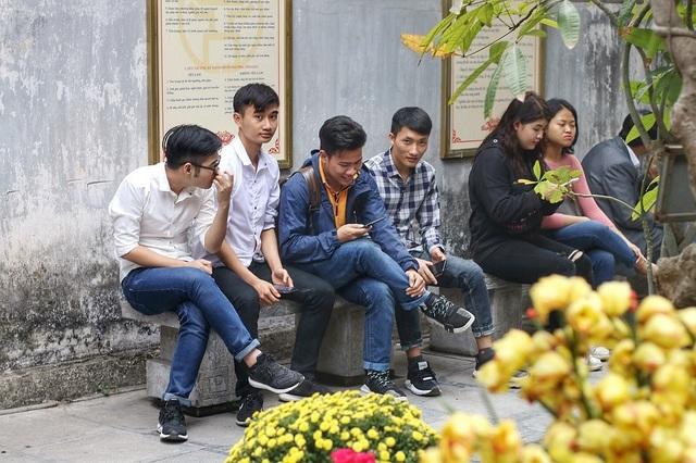 """Lễ tình nhân: Đông nghẹt người đi """"cầu duyên"""" ở ngôi chùa nổi tiếng Hà Nội - 2"""