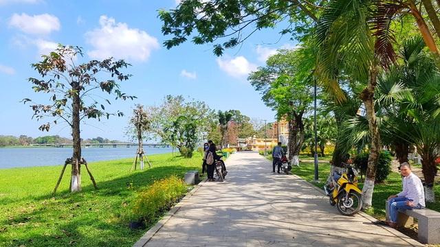 Ngắm Huế đẹp lạ lẫm trên những con đường đi bộ ven sông Hương - 14