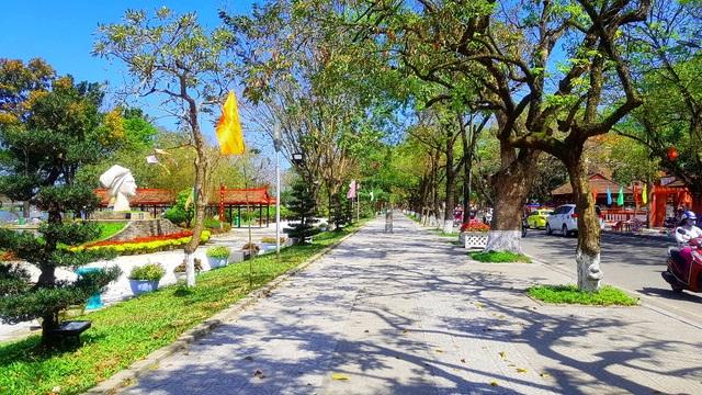Ngắm Huế đẹp lạ lẫm trên những con đường đi bộ ven sông Hương - 20
