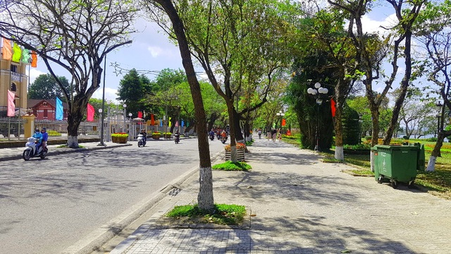 Ngắm Huế đẹp lạ lẫm trên những con đường đi bộ ven sông Hương - 21