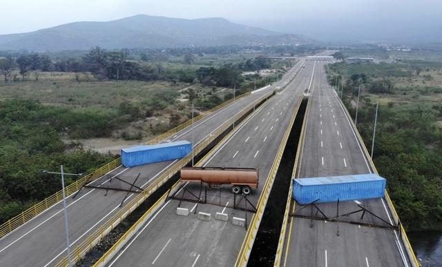 Hàng viện trợ châm ngòi cuộc đối đầu căng thẳng tại biên giới Venezuela - 1