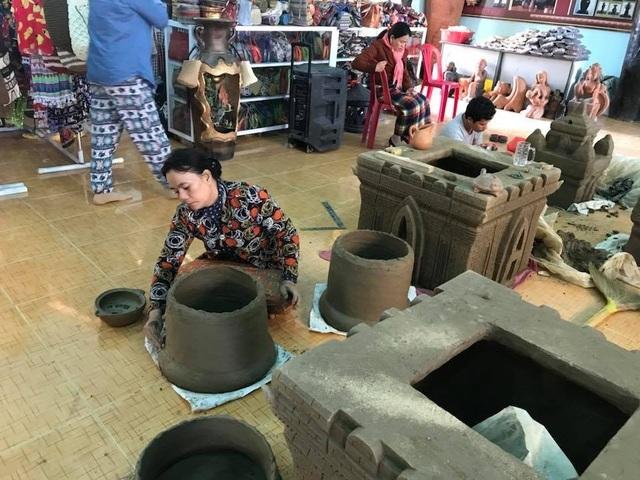 Làng gốm Bàu Trúc vắng khách du xuân, nghệ nhân cố giữ nghề truyền thống - 4