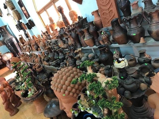 Làng gốm Bàu Trúc vắng khách du xuân, nghệ nhân cố giữ nghề truyền thống - 1