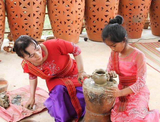 Làng gốm Bàu Trúc vắng khách du xuân, nghệ nhân cố giữ nghề truyền thống - 7