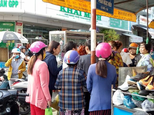 Ngày vía Thần Tài: Tiệm vàng không quá đông, vịt quay lại hút khách - 5