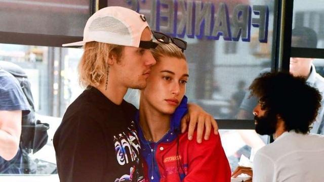 """""""Bà xã"""" Hailey Baldwin là nguồn động viên tinh thần lớn với Justin Bieber - 1"""