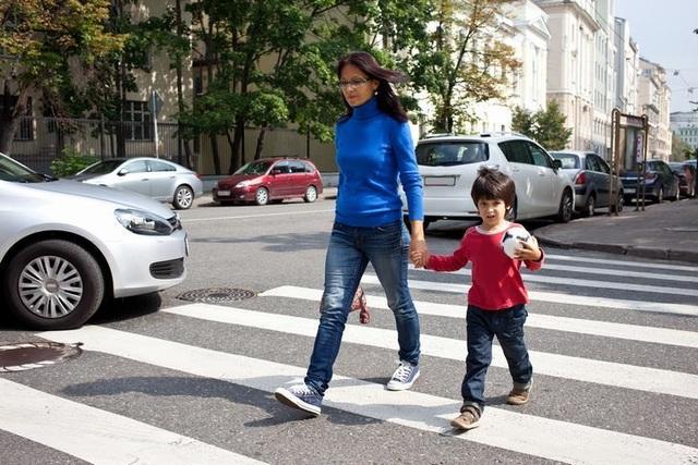 Không nên để trẻ tự sang đường cho đến khi 14 tuổi - 2