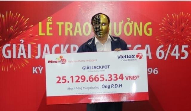Ngày Vía Thần tài, người đàn ông đeo mặt nạ ẵm Jackpot Vietlott 25 tỷ đồng  - 2