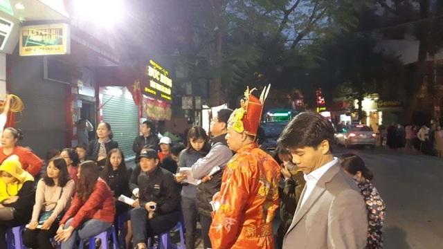 Hà Nội: Xếp hàng từ rạng sáng mua vàng đón Vía Thần Tài - 3