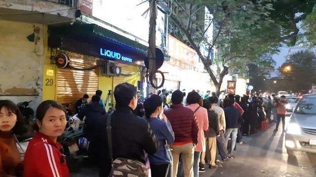 Hà Nội: Xếp hàng từ rạng sáng mua vàng đón Vía Thần Tài - 4