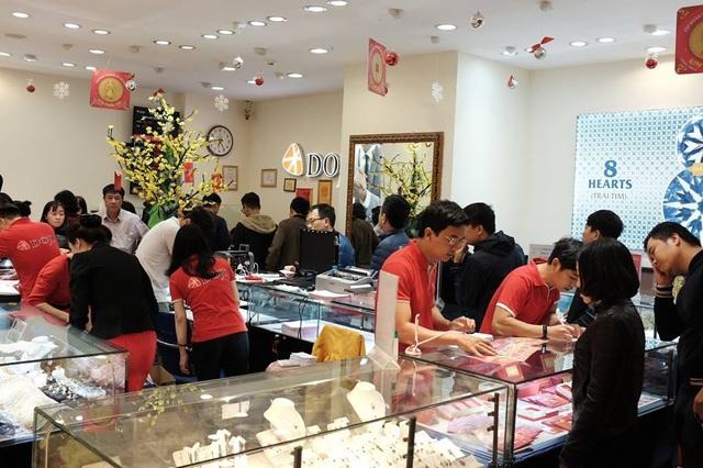 Hà Nội: Xếp hàng từ rạng sáng mua vàng đón Vía Thần Tài - 8
