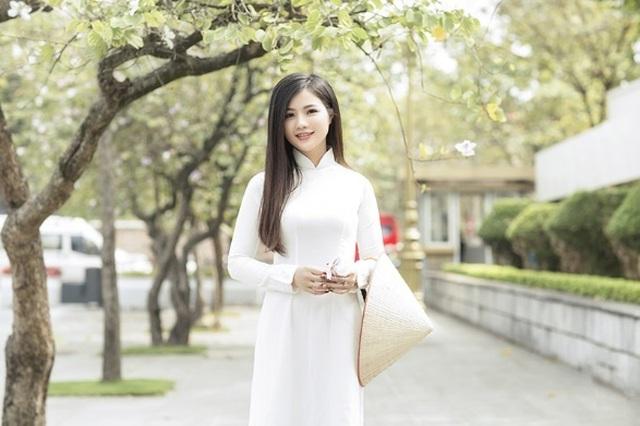 Thiếu nữ xinh đẹp đội nón lá khoe sắc với hoa ban - 6