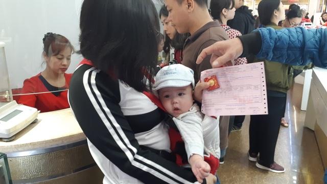 Thiếu gia Hà Nội mua nhanh 40 chỉ vàng cầu may ngày Valentine - 1