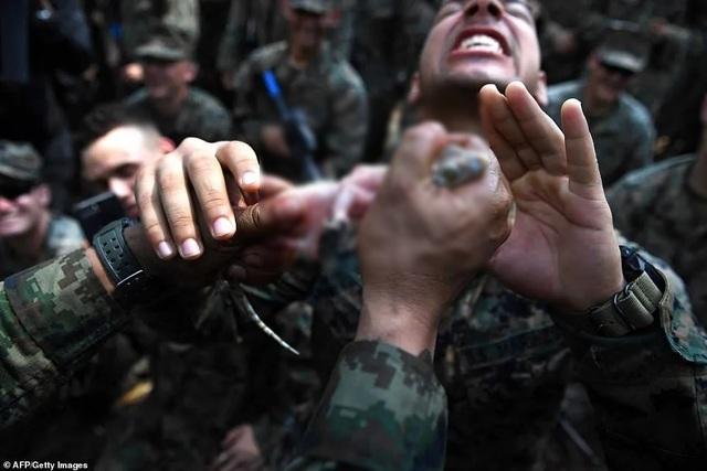 Binh sĩ uống máu rắn để sinh tồn trong tập trận lớn nhất châu Á - 2