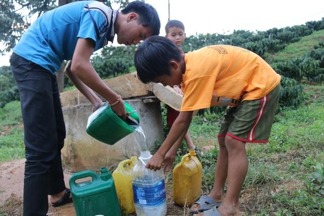 """Xã nghèo nhất tỉnh """"tiếc đứt ruột"""" nhìn công trình nước sạch bỏ không - 4"""