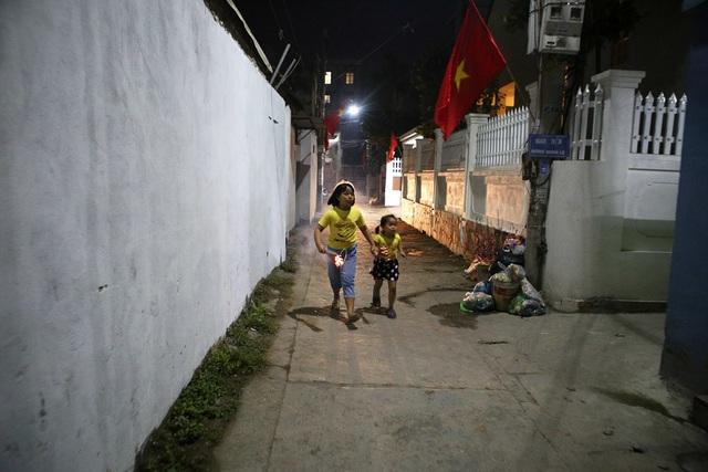 Đêm rước lửa thiêng cầu may mắn của dân làng Hà Nội - 12