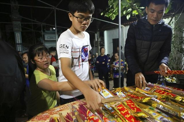 Đêm rước lửa thiêng cầu may mắn của dân làng Hà Nội - 3