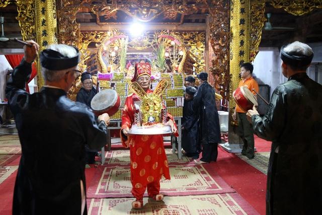 Đêm rước lửa thiêng cầu may mắn của dân làng Hà Nội - 5
