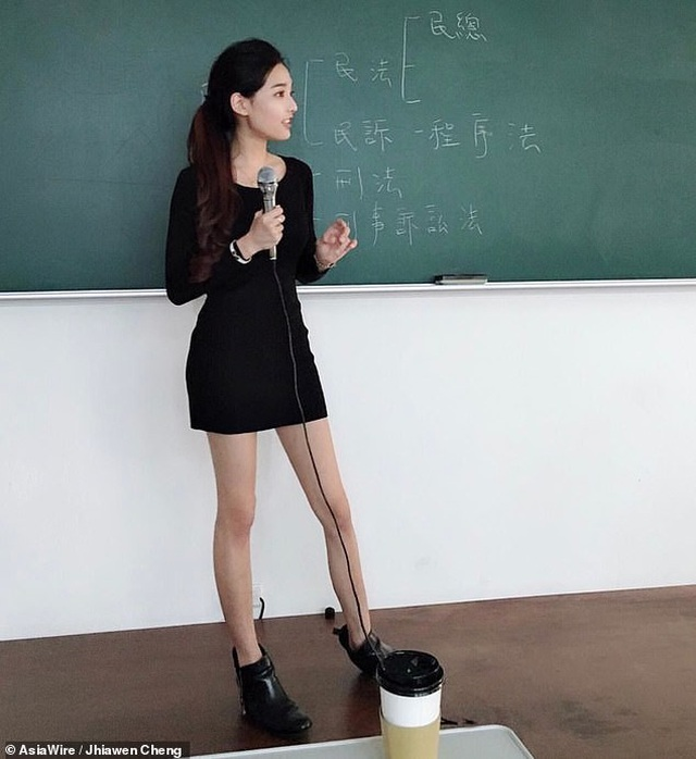 Nữ giảng viên được mệnh danh nóng bỏng nhất Đài Loan gây sốt mạng - 1