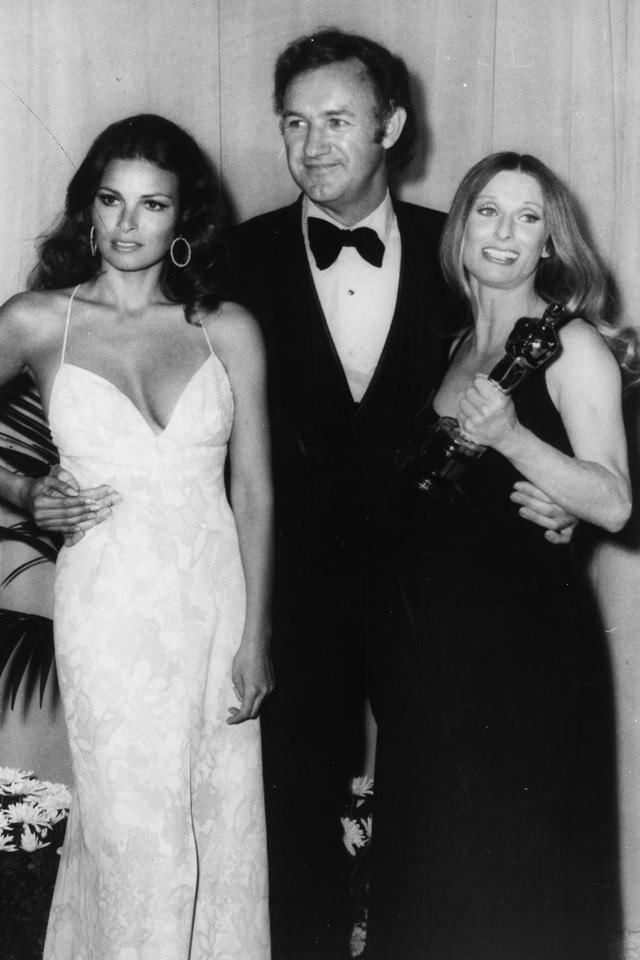 Những bộ váy cuốn hút nhất trên thảm đỏ Oscar - 1