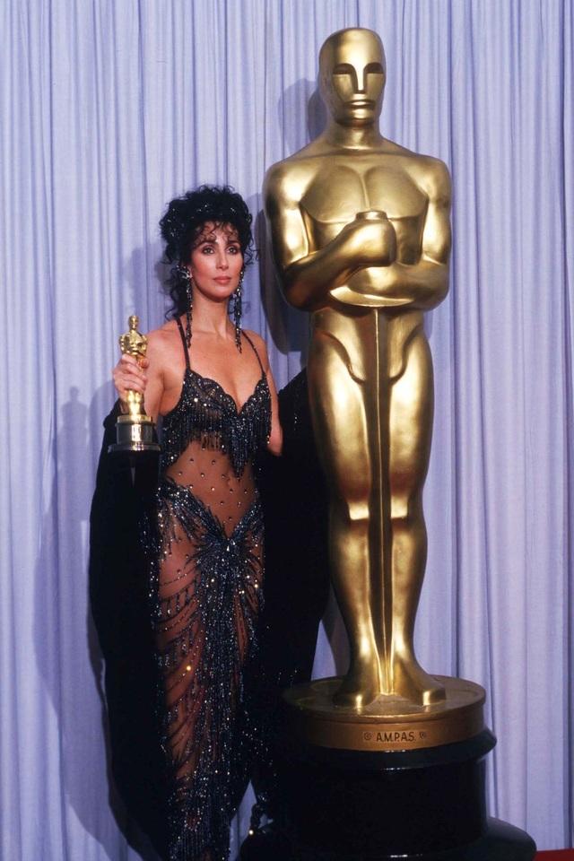 Những bộ váy cuốn hút nhất trên thảm đỏ Oscar - 4