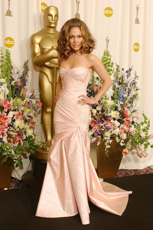 Những bộ váy cuốn hút nhất trên thảm đỏ Oscar - 10