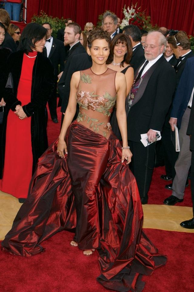 Những bộ váy cuốn hút nhất trên thảm đỏ Oscar - 11