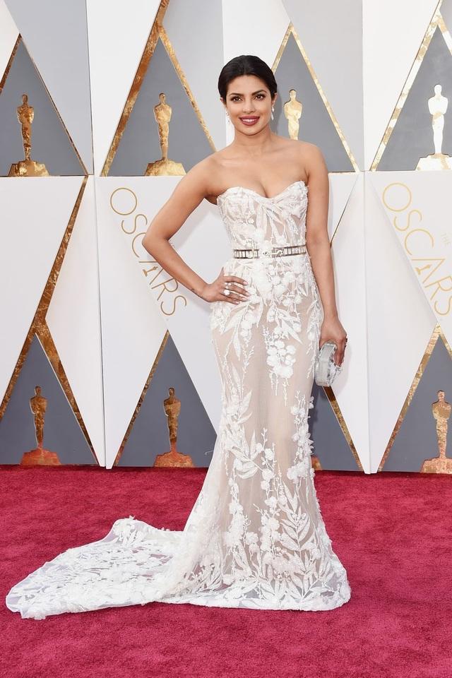 Những bộ váy cuốn hút nhất trên thảm đỏ Oscar - 24