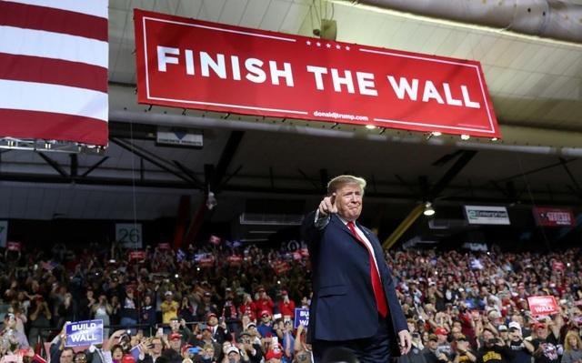Chính trường Mỹ sục sôi vì ông Trump dọa ban bố lệnh khẩn cấp quốc gia - 1
