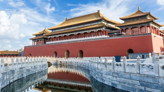 Khách Trung Quốc cho con đi tiểu bậy ở giữa Tử Cấm Thành - 3