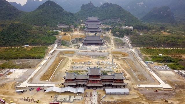 Hàng nghìn người đổ về dự lễ khai hội xuân ở ngôi chùa lớn nhất thế giới - 1