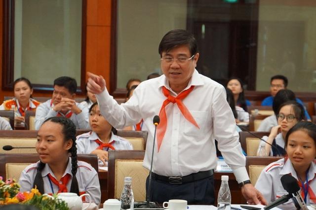 """Chủ tịch TPHCM mong học sinh """"rảnh rỗi đừng xem điện thoại"""" - 3"""