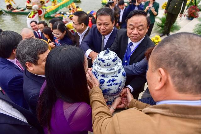 Hàng nghìn người đổ về dự lễ khai hội xuân ở ngôi chùa lớn nhất thế giới - 10